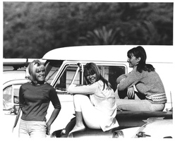 robbins_surf_girls.jpg